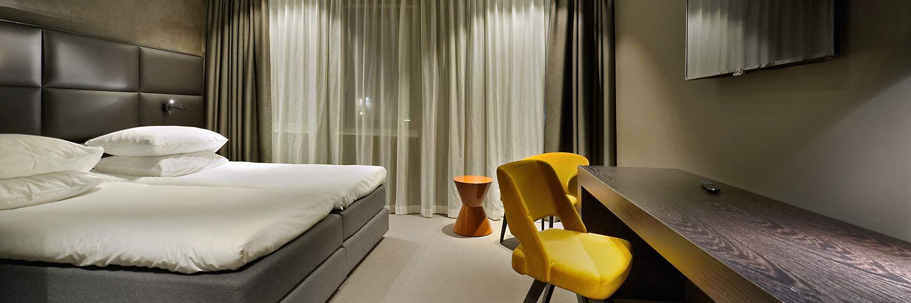 Habitaci n doble de lujo camas separadas habitaciones for Descripcion de una habitacion de hotel
