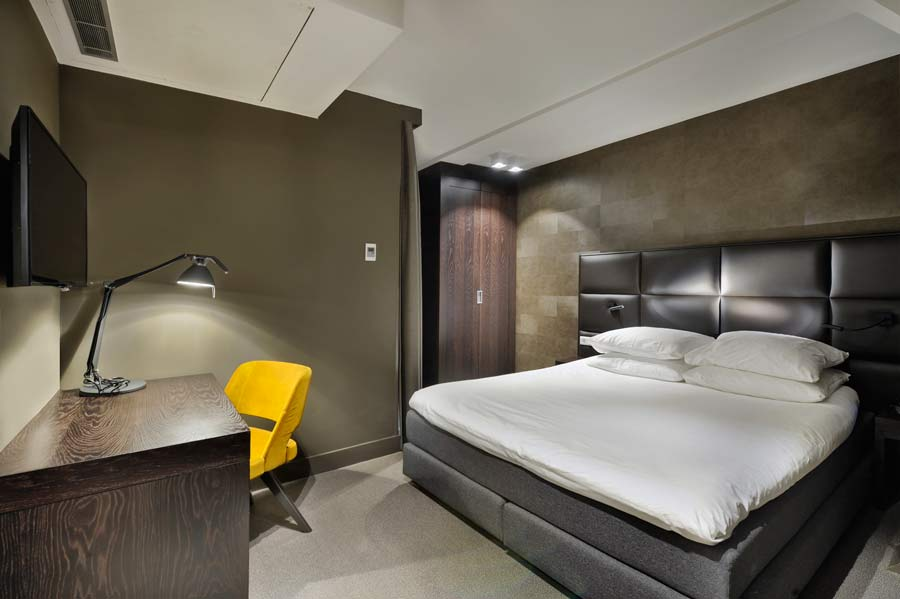 small-double-room-amsterdam-forest-hotel-1
